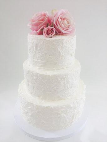 Tarta de boda tipo naked con decoración floral  | Dulce Dorotea, tartas decoradas sin fondat