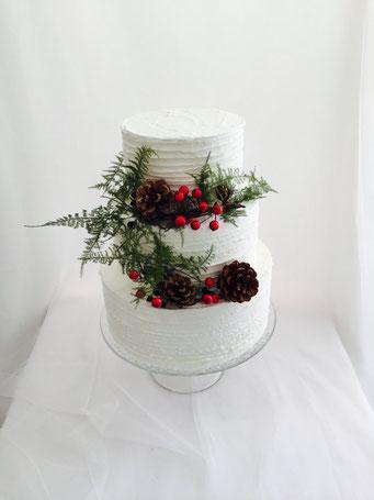 Tarta de boda tipo naked con decoración de pino  | Dulce Dorotea, tartas decoradas sin fondat