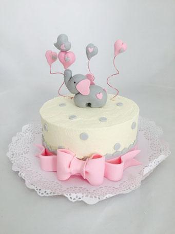 Tarta de bautizo decorada con topper de elefante | Dulce Dorotea, tartas decoradas sin fondat