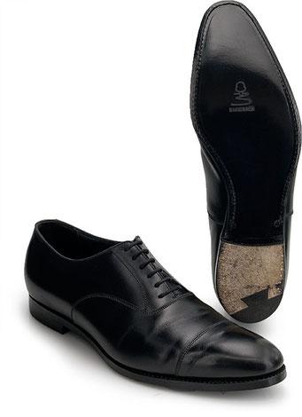 Rahmengenähter Schuh mit neuer 3/4tel Ledersohle bis Absatz ohne Absatzreparatur.