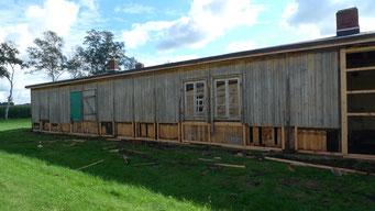 Austausch der maroden Fußbereiche der Wandtafeln und Sanierung der Fenster. Foto: Andreas Ehresmann, 1.9.2011