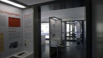 Vertiefende Informationsstelen zu den Gefangenengruppen. Andreas Ehresmann, 30.4.2013