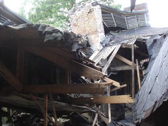 Eingestürztes Dach der Lagerküche A. Foto: Andreas Ehresmann, 6.6.2007