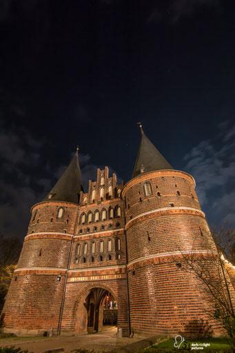 Das Wahrzeichen von Lübeck ist das Holstentor