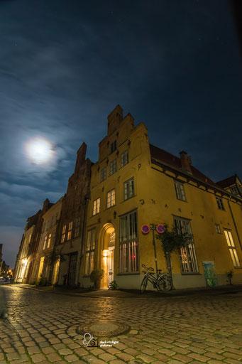 das gelbe Haus in der großen Gröpelgrube ist ein bekanntes Bauwerk in der Lübecker Altstadt