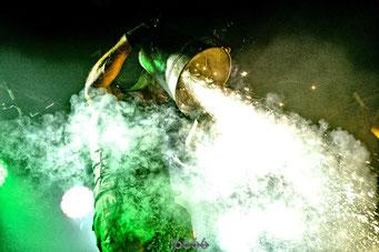 Voelkerball im Pyro-Nebel