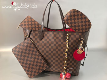 Louis Vuitton Damier Ebene Neverfull GM, Zippy & Pochette Cosmetique PM, Louis Vuitton Monogram Vernis Trunks & Bags Taschenschmuck in Pomme D'Amour