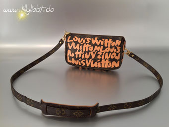 Louis Vuitton Monogram Graffiti Pochette Accessoires in Peach, Louis Vuitton Monogram Canvas Schulterriemen