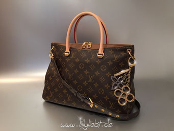 Louis Vuitton Monogram Canvas Pallas in Havane, Louis Vuitton Tapage Taschenschmuck