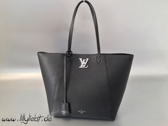 Louis Vuitton LockMe Cabas in Noir