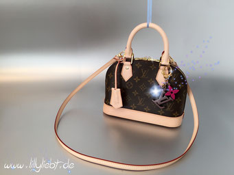 Louis Vuitton Monogram Canvas Alma BB, Louis Vuitton Playtime Taschenschmuck in Marron