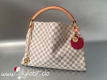 Louis Vuitton Damier Azur Artsy MM, Louis Vuitton Monogram Vernis Trunks & Bags Taschenschmuck in Pomme D'Amour