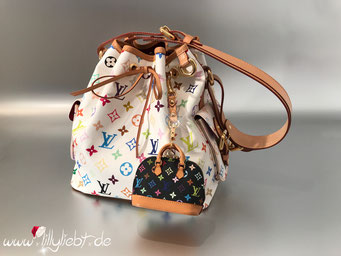 Louis Vuitton Monogram Multicolore Petit Noe in Weiß, Louis Vuitton Monogram Multicolore Mini Alma Taschenschmuck in Schwarz