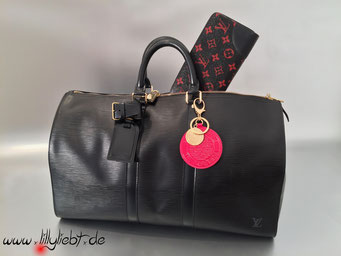 Louis Vuitton Epi Keepall 45 in Schwarz, Louis Vuitton Monogram Infrarouge Zippy, Louis Vuitton Monogram Vernis Trunks & Bags Taschenschmuck in Pomme D'Amour