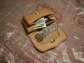 3つある どのポケットにも カード収納可能