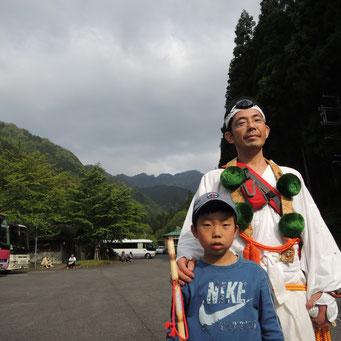 綾真会 長谷川様父子 息子さんは元気に初参拝でした