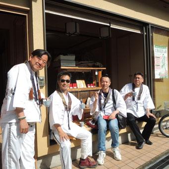山崎様 待って頂いてありがとうございました。 今年は新客さんを引き連れての参拝でした。