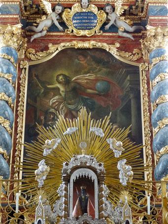 """Gnadenaltar mit Salvator-Bildnis und Altargemälde """"Der Auferstandene"""" im Hintergrund"""