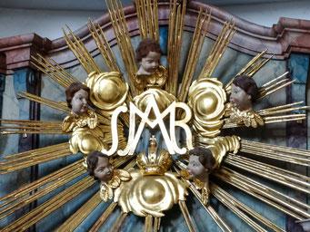 Marien-Emblem über dem Rosenkranzaltar