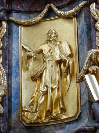 Evangelisten Relief an der Kanzel