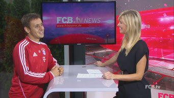 Maxi Sarwas moderiert für den FC Bayern