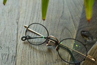 フレーム:VioRou Tak C-000-GS 税抜36,000円 レンズ:Ito Lens FFiQ1.60カスタム薄型遠近両用レンズ 税抜27,000円 仕上がり価格 税抜63,000円