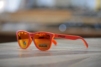 FROGSKINS (フロッグスキン) GRIPS COLLECTION  MATTE RED・PRIZM RUBY 税抜¥19,000円