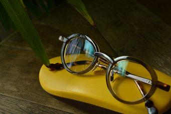 フレーム:VioRou Haru C-2489-715 税抜36,000円 レンズ:Ito Lens アクロライト 1.60 カスタムオーダーメイド単焦点内面非球面レンズ ネッツッペックコート LCカラー 税抜32,000円 仕上がり価格 税抜68,000円