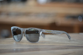 FROGSKINS (フロッグスキン) MATTE CLEAR WOODGRAIN・BLACK IRIDIUM 税抜¥19,000円