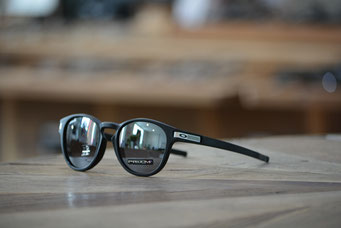 LATCH (ラッチ) GRID COLLECTION MATTE BLACK・PRIZM BLACK  IRIDIUM 税抜¥22,000円