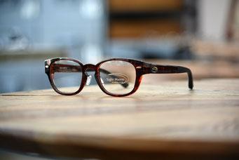 Magnifico DL (マニフィコDL) 平面レンズから遠近両用まで、違和感のない視界を実現する4カーブデザイン。 ブラウンデミ 4カーブ 税抜21,000円