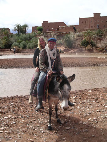 ESEL-TAXI in AIT BENHADDOU DURCH DEN FLUSS