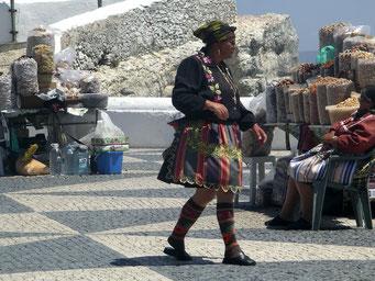 PORTUGAL / NAZARE - FRAUEN IN IHREN TRACHTEN