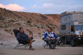 Olaf & Uli nach ihrer Quadfahrt durch die Dünen am *Qued Chebeika*