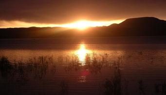 Sonnenaufgang am Stausee *Mansour ed Dahbi*