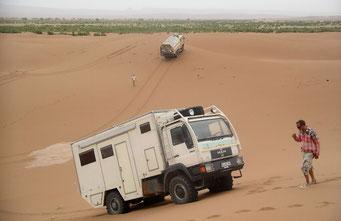 Olaf & Olaf beim SPIELEN im SAND IN DER SAHARA *Erg M´Hazi*