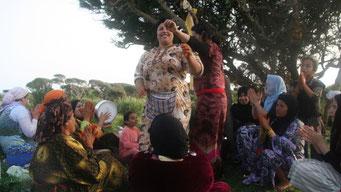 Sonntagsausflug marokkanischer Frauen mit LIVE MUSIK & TANZ ... SIMONE DURFTE DIE HÜFTEN MITSCHWINGEN