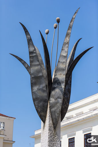 """Skulptur auf dem Platz """"Vieja"""""""