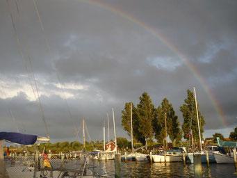 Regenbogen zum Abendhimmel