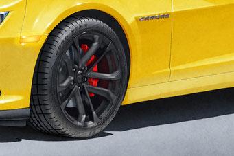 Une autre option du portrait dessiné est d'avoir le lettrage Good Year Eagle F1 Supercar et motif de semelle sur les pneus.