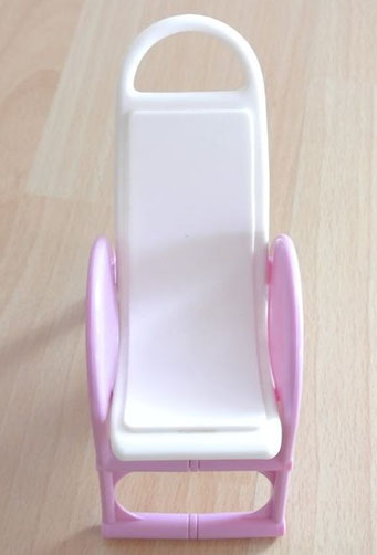 art.1.16.2238 barbie Liegestuhl/ Sonnenstuhl kann man ein wenig nach vorne ziehen in Liegeposition aber minimal, neuwertig, 4chf