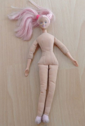 art.1.16.2255 barbie,Körper ist ganz weich nur die Hände und Kopf sind wie bei einer normalen Barbie, 8chf