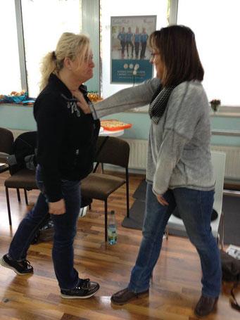 Ladiesfirst Hamm Selbstverteidigung für Frauen: Wegschubsen 1