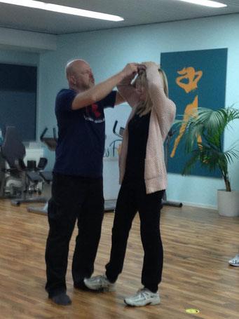 Ladiesfirst Hamm Selbstverteidigung für Frauen: Wehren gegen das Ziehen in den Haaren 2