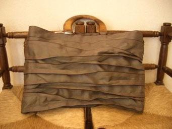『畳の縁を使ったバッグ』