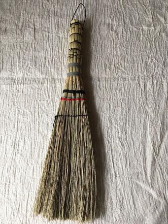 【残り2点】長野1玉ぼうき(長野県)約100×380㎜ 約50g 1,500円+税 卓上や棚上の掃除などに最適な小ぶりのほうきです。
