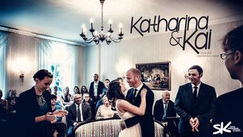 Wunderschöne Fotos vom Standesamt in Hannover. Erstklassige Hochzeitsfotos by Simon Knösel. Der Hochzeitsfotograf in Hannover und Niedersachsen.
