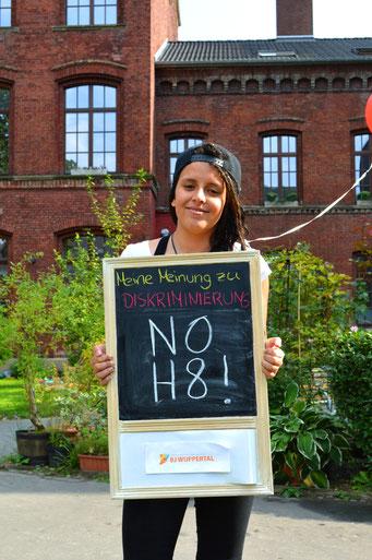 """Ihre Meinung gegen Diskriminierung : """"NO H8 (Hate)""""."""