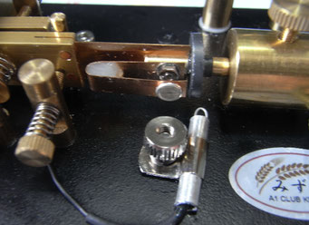 リードスイッチの位置が決まったら、後はパイプをわずかに回して微調整
