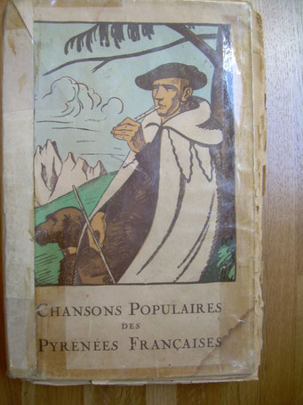 Chansons populaires des Pyrénées françaises ; Jean Poueigh ; Paris –Auch 1926 et Laffitte reprints 1998 .